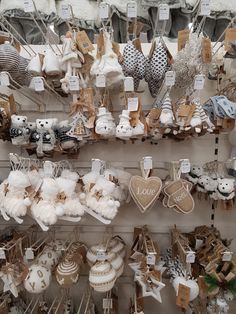 Kerstshoppen in The Range, Connswater, Belfast. Shabby Chic Christmas Ornaments, Felt Christmas Decorations, Christmas Tree Themes, Christmas Time, Burlap Crafts, Diy And Crafts, Holiday Fun, Holiday Crafts, Heart Crafts