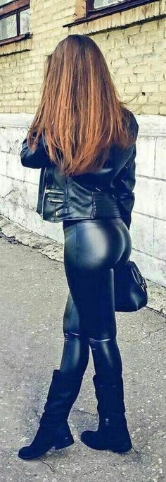 Leather pants and jacket street style 💋💋 Shiny Leggings, Tight Leggings, Leggings Are Not Pants, Sexy Outfits, Leder Outfits, Sexy Latex, Latex Girls, Girls Jeans, Leather Fashion