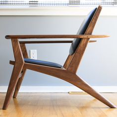 Here's a couple more shots of the finished chair.