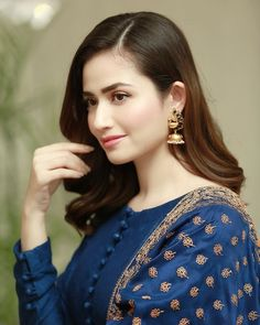 Pakistani Party Wear Dresses, Simple Pakistani Dresses, Pakistani Girl, Pakistani Dress Design, Pakistani Actress, Pakistani Clothing, Fancy Dress Design, Stylish Dress Designs, Designs For Dresses