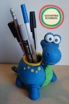 Souvenirs Boobledu                                                                                                                                                                                 Más Polymer Clay Animals, Polymer Clay Canes, Polymer Clay Miniatures, Fimo Clay, Clay Projects, Clay Crafts, Clay Pen, Pot A Crayon, Dinosaur Gifts