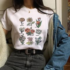 Flawless Summer Outfits Ideas For Slim Women That Looks Cool - Oscilling Aesthetic Fashion, Look Fashion, 90s Fashion, Aesthetic Clothes, Korean Fashion, Fashion Outfits, Aesthetic T Shirts, Aesthetic Grunge, Womens Fashion