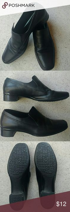 Rockport slip-on Loafers, Classic style Very soft leather uppers. Non-slip Soles show absolutely no wear. Very minor scuff on toe of left shoe. Stacked heel.  Elastic under tongue for a very comfy fit. No toe fungus or athletes foot! Rockport Shoes