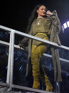 Rihanna dazzled the crowd on the first night of the 2016 Budweiser Made In America Festival in Philadelphia on Saturday night (Sept. 3). The 28-year-old pop superstar delivered a 90-minute set full of dancing, music and for a brief moment some political talk. The Barbadian beauty looked fabulously fierce in her mustard-colored leather chaps and olive green jumpsuit that revealed her perky backside.