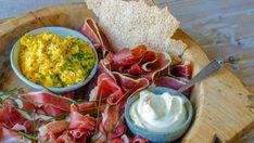 Foto: Jan-Kristian Vikeiane Schriwer / NRK Keto Recipes, Cooking Recipes, Frisk, Pavlova, Guacamole, Hummus, Easy Meals, Mexican, Lunch