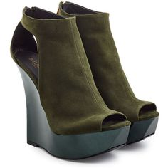 Balmain Suede Wedge Sandals (€399) ❤ liked on Polyvore featuring shoes, sandals, balmain, heels, обувь, green, green heeled sandals, green shoes, wedge heel sandals and high heel wedge sandals