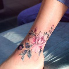 Anna Yershova flower tattoo - - Piercing ohr - Tattoo Designs For Women Mini Tattoos, Body Art Tattoos, New Tattoos, Small Tattoos, Tattoos For Guys, Sleeve Tattoos, Tattoos Skull, Tattoo Girls, Ankle Tattoo Designs