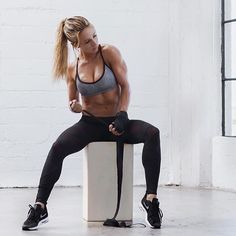 Major #womancrush @paigehathaway is a massive inspiration to me and I love following her journey on Insta snapchat and YouTube . I love following hardworking female athletes/bloggers/health stars not because the are '#goals' but because I love the stories they share the time they take to share their knowledge with their followers their personal journeys and just their drive to actually be doing what they love as their job. It's incredibly inspiring and motivating to see and be a part of  . I…