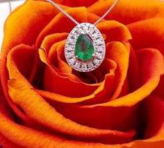 Nuova collezione: Collana con pendente con diamanti ct.0.12 e smeraldo a goccia colombiano ct.0.35 Euro 480!!!!!! Unico Disponibile!! GIOIELLO CONSIGLIATO  www.millegioiellitorino.com