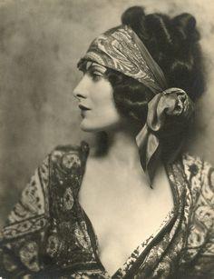 Evelyn Brent...love head scarves, patterns on patterns