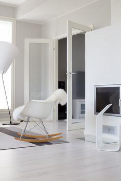 Cadeira de balanço Eames para sala.