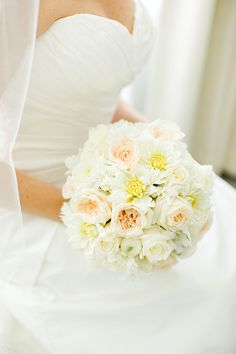 white bouquet | Elaine Palladino Photography | Glamour & Grace