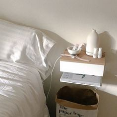 Stylish furniture for small spaces por Urbansize en Etsy Floating Drawer, Floating Nightstand, Etsy App, Bedroom Storage, Bedroom Decor, Bedside Drawers, Oak Desk, Small Bedroom Designs, Under Bed