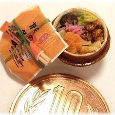shibazukeparipariのミニチュア。過去作。 1/12サイズ 架空の駅弁。柴本線 春花駅や柴の海駅など。株式会社 しばのや のお弁当です。 #ミニチュア #食品サンプル #フェイクフード #粘土 #樹脂粘土 #駅弁 #ミニチュアフード #ハンドメイド #miniaturefood #miniature #fake #food #clay #art #handmade