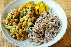 Zeleninové stir-fry s cizrnou, tofu a soba nudlemi - Veganza. Fry S, Stir Fry, Tofu, Cooking, Ethnic Recipes, Diet, Kitchen, Brewing, Cuisine