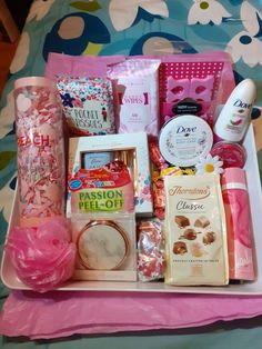 16th Birthday Gifts For Best Friend, Birthday Presents For Teens, Diy Best Friend Gifts, Creative Birthday Gifts, Cute Birthday Gift, Birthday Box, Teen Birthday, Birthday List, Birthday Hampers