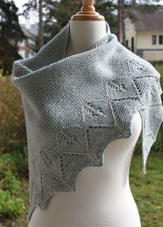 Free Pattern: Alice Shawl Patterns, Knitting Patterns Free, Knitting Stitches, Free Pattern, Lace Knitting, Crochet Patterns, Knit Cowl, Knitted Shawls, Knitted Scarves