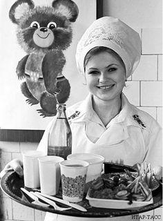 Олимпийская кухня 80 Great Photos, Old Photos, Vintage Photos, Russian Culture, Russian Beauty, High Art, Old Paper, Soviet Union, Women In History