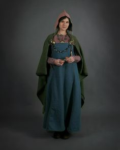 Viking apron dress with cape. Blue was quite an expensive dye, which only wealthy people could afford, as it mainly came all the way from India... mainly from the plant Indigo.But the vikings had, via their arab business partners in Byzantium, established such traderoutes. Autor fotky: Allbelphoto.