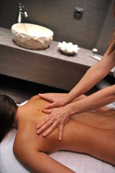Deep Tissue Full Body Massage - Invigorating & athletic massage with stronger pressure & pats for muscle relaxation & stimulation of circulation.