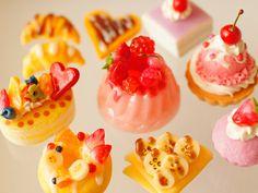 スイーツデコパーツ(H066) 10個入り 苺クグロフ、パリブレスト、バナナクレープ、ケーキ、クッキー他