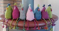 Diese lustigen Gesellen gefallen mir schon seit ein paar Jahren, in diesem Jahr habe ich mal rechtzeitig angefangen sie zu stricken. ... Crochet Stitches, Knit Crochet, Pet Toys, Diy Clothes, Hand Knitting, Needlework, Diy And Crafts, Easter, Crafty
