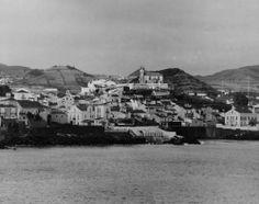 30 outubro 1944, Porto de Ponta Delgada, Ilha de São Miguel  Linha de costa de Ponta Delgada com a freguesia de São Pedro em destaque. Ponta Delgada, 30, Paris Skyline, Portugal, History, Grande, Travel, October, Old Pictures