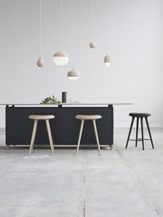 The Terho lamp is designed by the Finnish designer Maija Puoskari. Terho means acorn in Finnish and the name simply refers to the organic and appealing shape of acorns found in nature. The enchanting