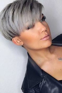 Short Pixie Cut Wig myslady The Effective Pictures We Offer You About short grey hair un Short Grey Hair, Short Hair Cuts For Women, Short Hairstyles For Women, Grey Pixie Hair, Pixie Hair Color, Chic Short Hair, Very Short Hair, Hairstyles For Round Faces, Gray Hair
