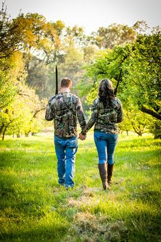 Country engagement pictures - duck hunting - hunters - camo - shotguns - shooting Love the picture idea Hunting Engagement Pictures, Engagement Couple, Engagement Shoots, Engagement Ideas, Engagement Humor, Winter Engagement, Wedding Engagement, Couple Picture Poses, Cute Couple Pictures