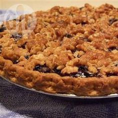 Blueberry pie is topped with a cinnamon crumb topping in this simple recipe. This is the best blueberry pie that any of my family has ever had. Biscuits Graham Dessert, Blueberry Crumb Pie, Pie Crumbs Recipe, Pie Dessert, Pie Recipes, Allrecipes, Cheesecake, Easy Meals, Dire