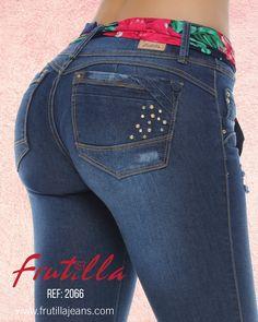 ¡FRUTILLA® jeans push up premium 100% Colombianos, con siluetas que se ajustan al cuerpo femenino y estilizan la figura resaltando sus curvas! Girl Fashion, Fashion Outfits, Curvy Jeans, Best Jeans, Hot Pants, Girls Jeans, Workout Leggings, Charger, Ideias Fashion