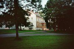Tjøtta gård, Parkveien 7, 8860 Tjøtta, Norway Mansions, House Styles, Plants, Home Decor, Pictures, Decoration Home, Manor Houses, Room Decor, Villas