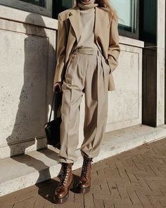 Beige Outfit, Outfit Chic, Neutral Outfit, Fall Fashion Outfits, Mode Outfits, Winter Outfits, Work Fashion, Looks Street Style, Looks Style