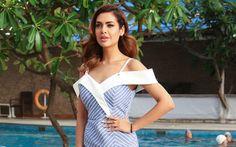 Download wallpapers Esha Gupta, 4k, Indian actress, Bollywood, beautiful blue dress, portrait, make-up