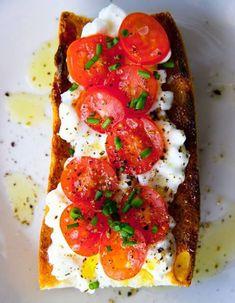 Tartine de tomate et fromage cottage