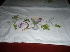 dibujos para manteles de iglesia - Buscar con Google Altar Cloth, Embroidery Motifs, New Years Eve Party, Cover Design, Needlework, Banner, Drawings, Gifts, Inspiration