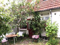 Se lige det her fede opslag på Airbnb: Charming and authentic town house - Byhuse til leje i Svendborg