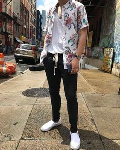 Really dope way to use the short sleeve button down. Hadn't thought about th… Really dope way to use the short sleeve button down. Hadn't thought about this before. Lesbian Outfits, Gay Outfit, Tomboy Outfits, Tomboy Fashion, Fashion Mode, Mode Outfits, Trendy Outfits, Fashion Art, Fashion Outfits