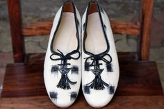 Maaticrafts White Ikat Printed Derby Shoes