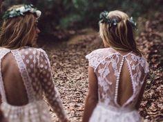 Enamorada de los escotes en la espalda de Immaclé  #unabodaoriginal #noviasboho #novia #novias #vestidosdenovia #brides http://www.unabodaoriginal.es/blog