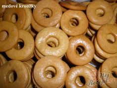 Recept Medové kroužky Christmas Gingerbread House, Christmas Cookies, Czech Recipes, Doughnut, Sweet Recipes, Food And Drink, Sweets, Baking, Cake
