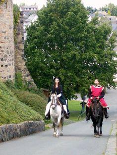 Brautpaar Zu Pferd