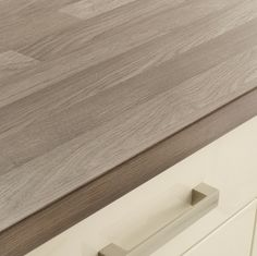 Grey Oak Block Effect worktop Howdens Kitchens, Home Kitchens, Office Fit Out, Grey Oak, Work Tops, Beautiful Kitchens, Kitchen Interior, Hardwood Floors, Sweet Home