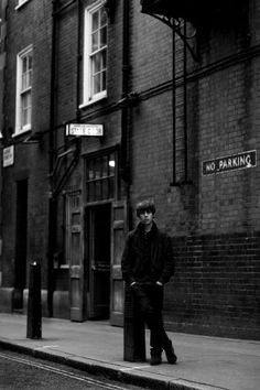 Jake Bugg Straight talking, guitar themed, alternative folk artist. Reminiscent of Bob Dylan and Woody Guthry