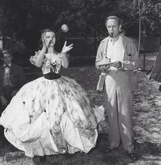 Vivien Leigh and Leslie Howard behind the scenes on Gone With The Wind