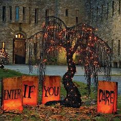 Spooky Halloween Willow Tree- ***love this website for Halloween awesome stuff