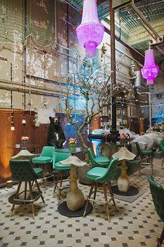 Le Croco BleuÖffnungszeiten: Donnerstag - Samstag ab 18 Uhr Die Bar auf Bötzow · Prenzlauer Allee 242 · 10405 Berlin bar@lecrocobleu.com · +49 151 582 478 04