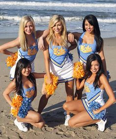 Five Little Beach Babe's Sum Lovely Cheerleaders What's Not to L❤VE Famous Cheerleaders, Football Cheerleaders, Cheerleader Girls, College Cheerleading, Cheerleading Uniforms, College Football, Professional Cheerleaders, Ucla Bruins, Cheer Pictures