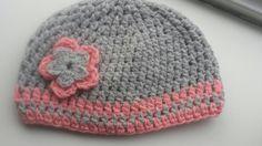 Muts gehaakt voor meisje. Grijs met barbieroze. Haken crochet patroon mientjehaak bydees Blanket Scarf, Little Ones, Crochet Baby, Elsa, Beanie, Homemade, Hats, Beanies, Hat